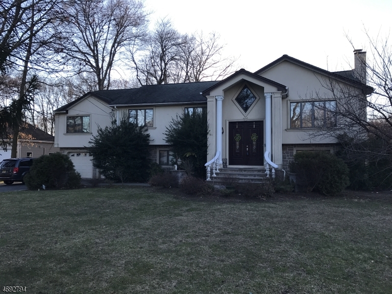 Single Family Home for Sale at 81 W End Avenue Pequannock, 07444 United States