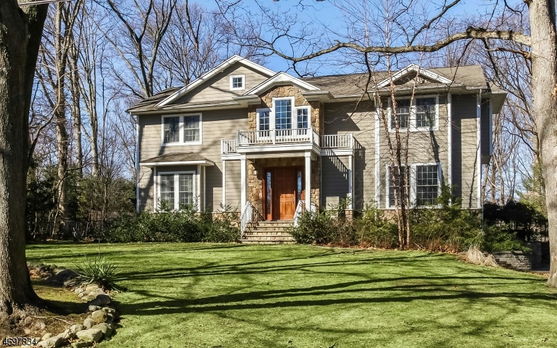 Single Family Home for Sale at 127 Rose Avenue Woodcliff Lake, New Jersey 07677 United States