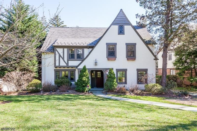 Maison unifamiliale pour l Vente à 492 Mayhew Court South Orange, New Jersey 07079 États-Unis