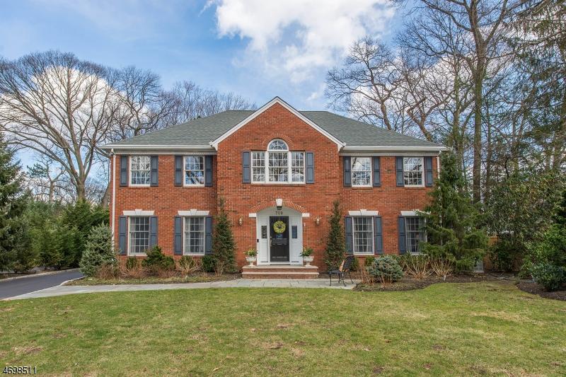 Casa Unifamiliar por un Venta en 709 Hillcrest Road Ridgewood, Nueva Jersey 07450 Estados Unidos