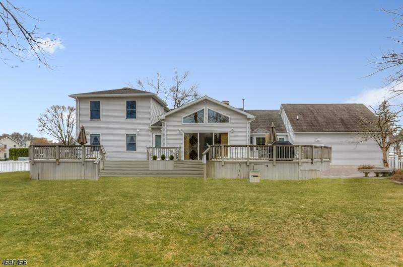 Частный односемейный дом для того Продажа на 20 Reinmann Drive East Hanover, 07936 Соединенные Штаты