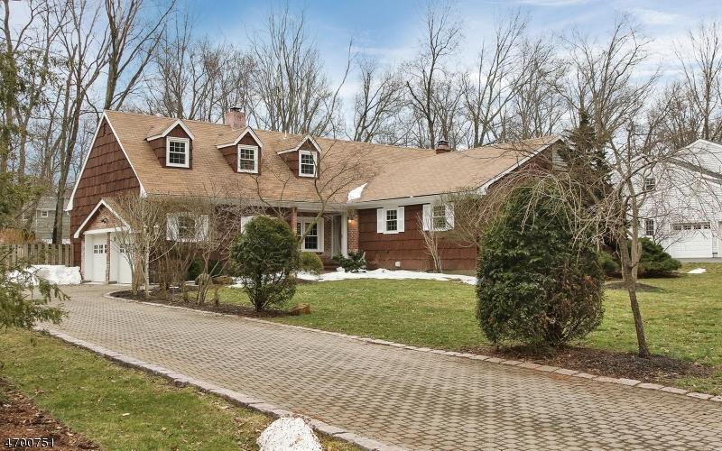Maison unifamiliale pour l Vente à 14 Morgantine Road Roseland, New Jersey 07068 États-Unis