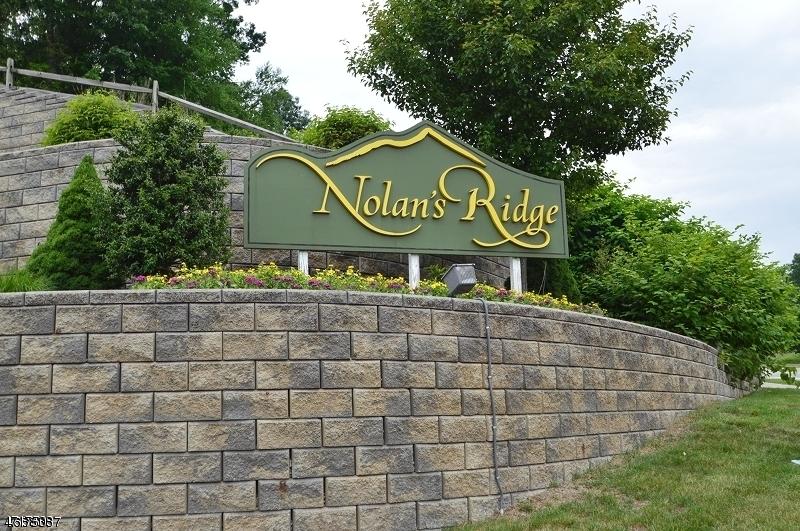 Частный односемейный дом для того Продажа на 28 Zachary Way Mount Arlington, Нью-Джерси 07856 Соединенные Штаты