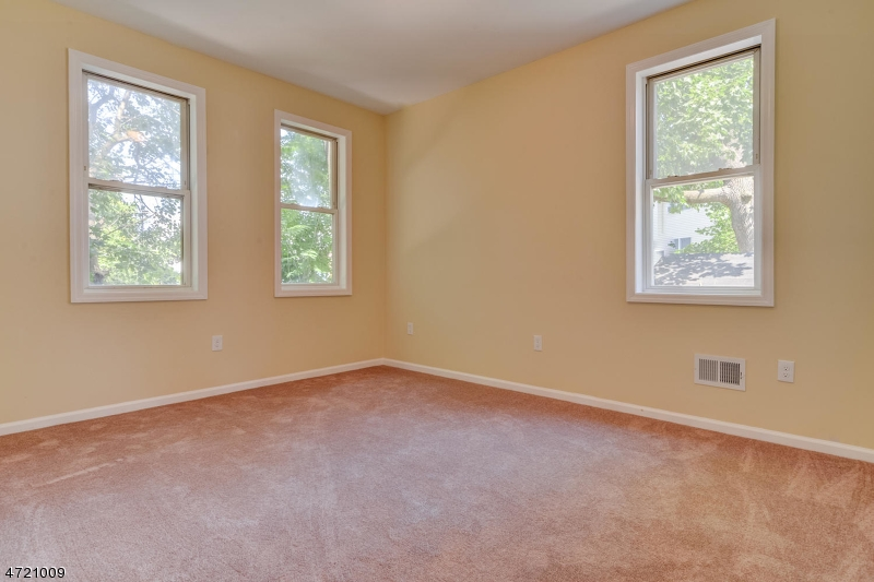 Additional photo for property listing at 246 Adams Street 246 Adams Street Rahway, Nova Jersey 07065 Estados Unidos