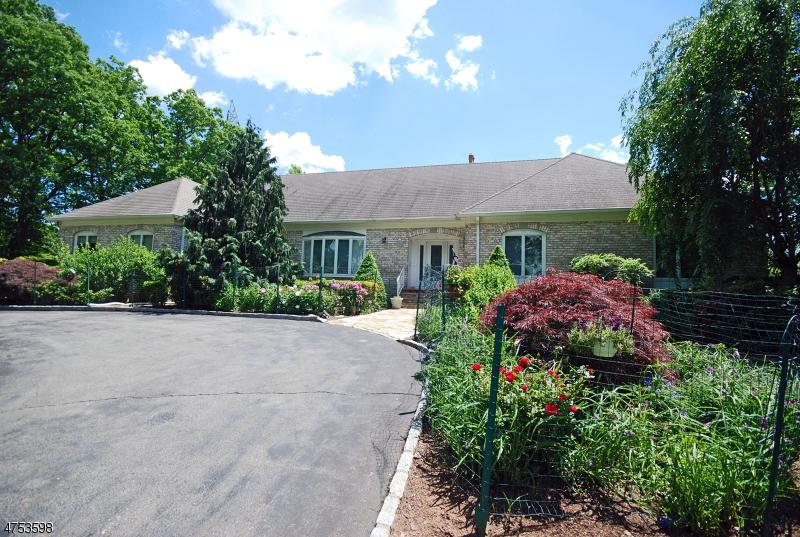 Частный односемейный дом для того Продажа на 152 Rock Rd W Green Brook Township, Нью-Джерси 08812 Соединенные Штаты