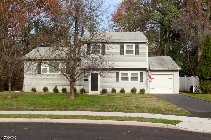 Single Family Home for Sale at 18 Bonnie Brook Ter Middlesex, New Jersey 08846 United States