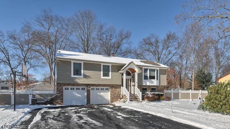 Casa Unifamiliar por un Venta en 4 Daria Drive Pequannock, Nueva Jersey 07440 Estados Unidos