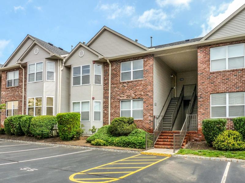 Casa Unifamiliar por un Alquiler en 28 Gracie Road East Hanover, Nueva Jersey 07936 Estados Unidos