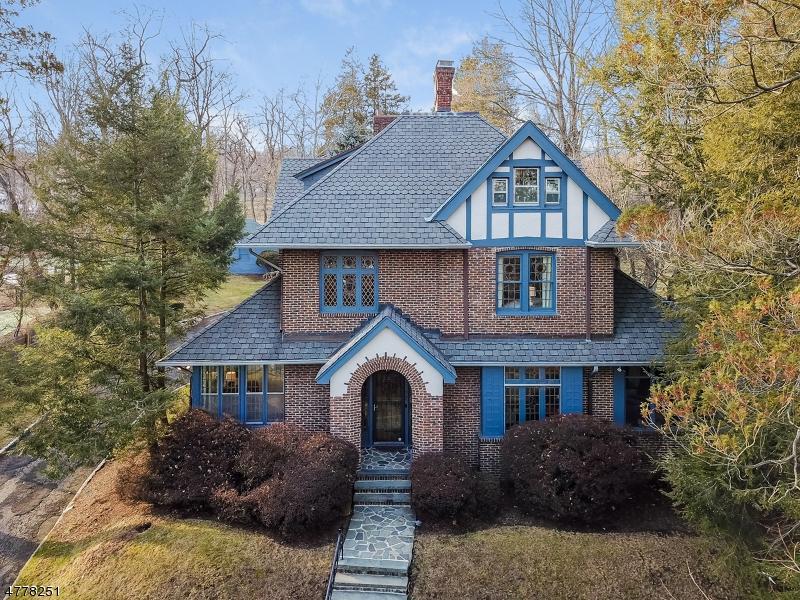 Maison unifamiliale pour l Vente à 257 N Ridgewood Road South Orange, New Jersey 07079 États-Unis