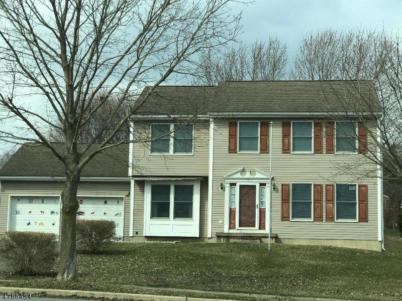 Maison unifamiliale pour l Vente à 721 Vulcanite Avenue Alpha, New Jersey 08865 États-Unis