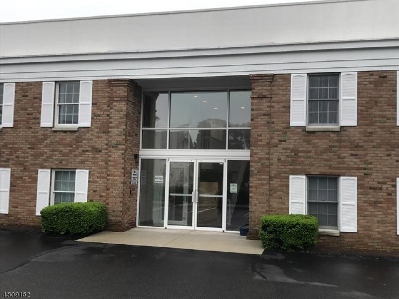 Commercial pour l à louer à 8 MAIN Street Flemington, New Jersey 08822 États-Unis