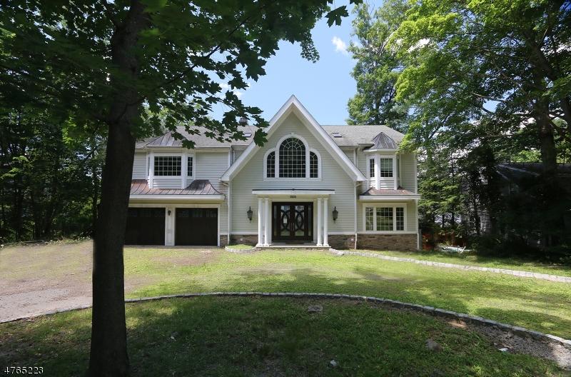 Casa Unifamiliar por un Venta en 180 PINES LAKE Drive Wayne, Nueva Jersey 07470 Estados Unidos