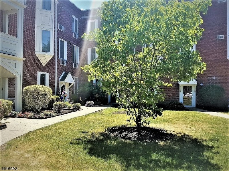 Maison unifamiliale pour l à louer à 520 Turnpike Pequannock, New Jersey 07444 États-Unis