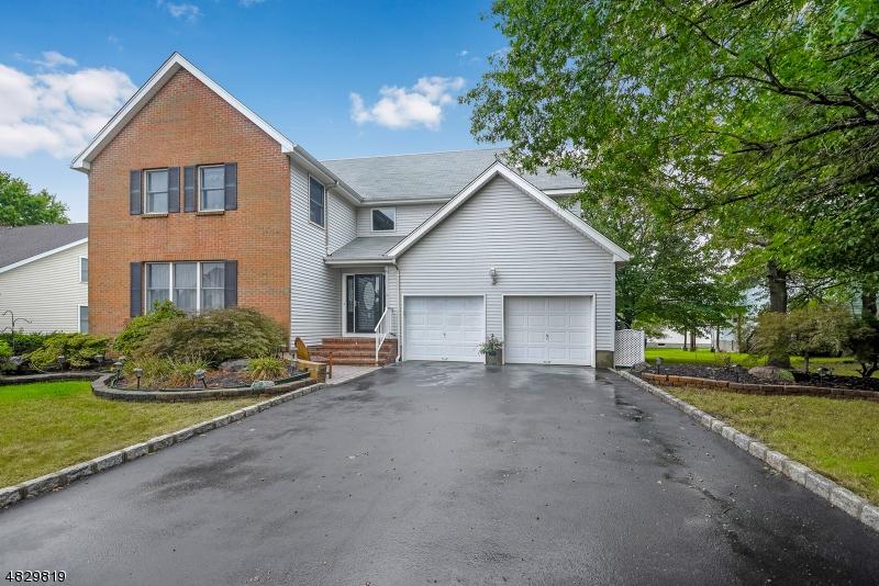 Частный односемейный дом для того Продажа на 2 TUNISON CLOSE Hillsborough, Нью-Джерси 08844 Соединенные Штаты