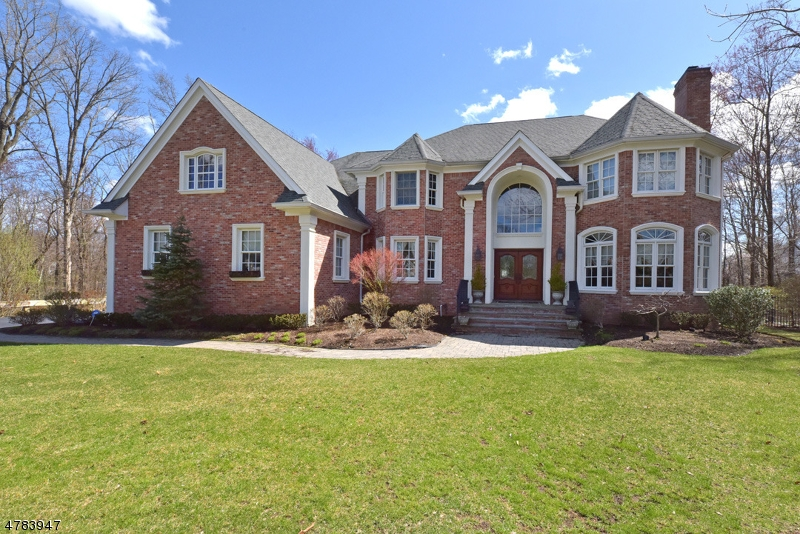 Частный односемейный дом для того Продажа на 20 WOODCREST Court Mahwah, Нью-Джерси 07430 Соединенные Штаты