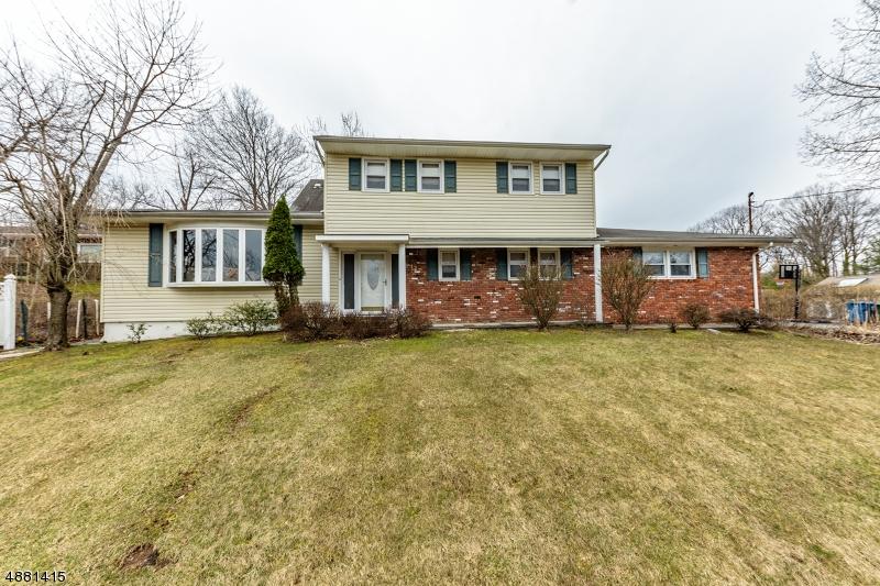 独户住宅 为 销售 在 177 CHIPMUNK HL Mountainside, 新泽西州 07092 美国