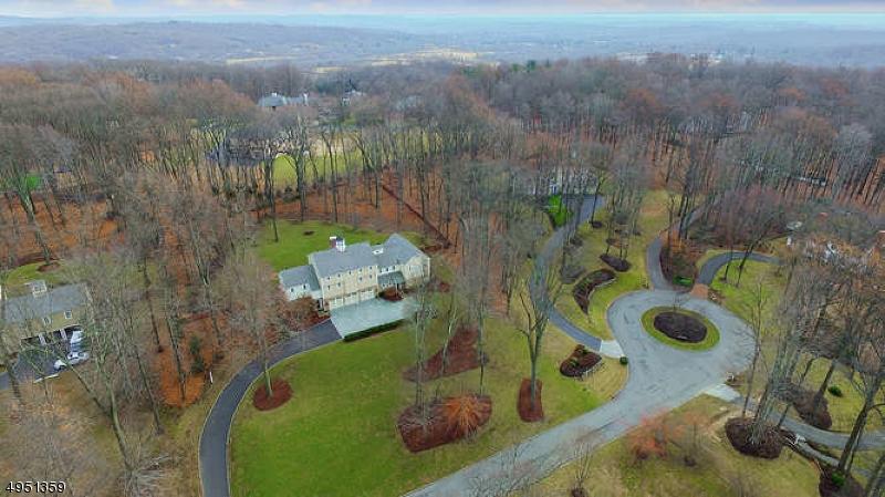 Single Family Homes por un Venta en 19 RED OAK ROW Chester, Nueva Jersey 07930 Estados Unidos