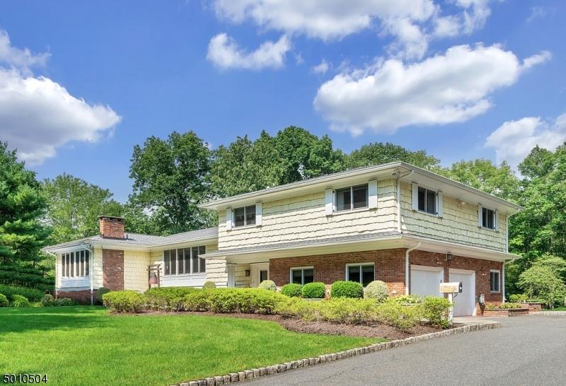 Single Family Homes pour l Vente à Andover, New Jersey 07821 États-Unis