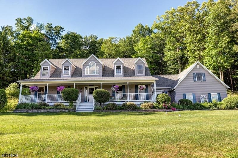 独户住宅 为 销售 在 13 COLE HAVEN TERR W Montague, 新泽西州 07827 美国