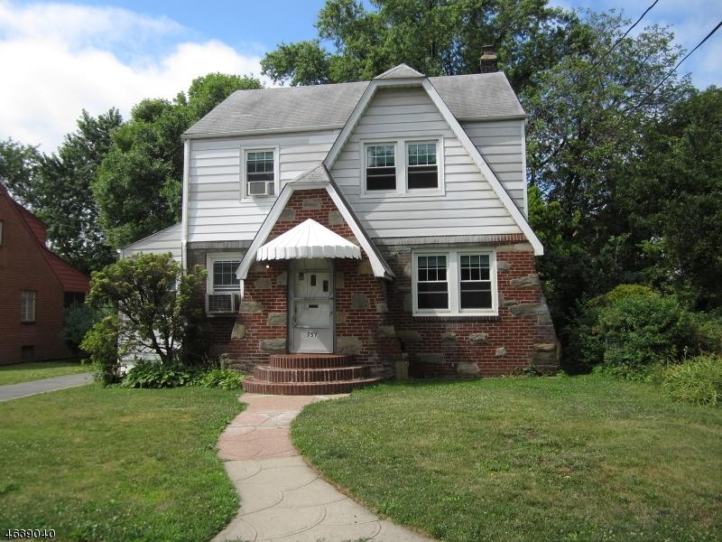 Частный односемейный дом для того Продажа на 357 South Pkwy Clifton, Нью-Джерси 07014 Соединенные Штаты