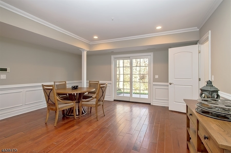 Additional photo for property listing at 4 Schmidt Circle  Watchung, New Jersey 07069 United States