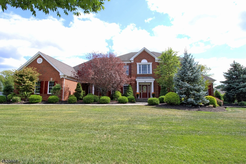 Maison unifamiliale pour l Vente à 4 SUNRISE COURT Flemington, New Jersey 08822 États-Unis