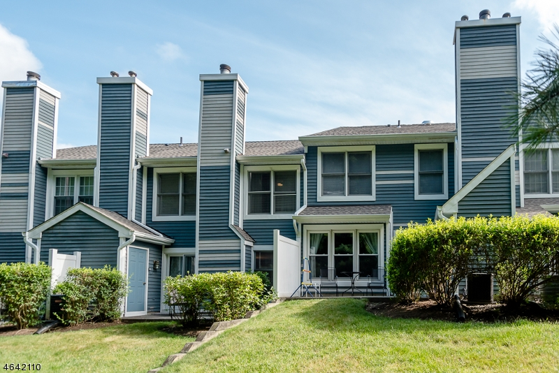 Additional photo for property listing at 5 Heatherwood Court  Rockaway, New Jersey 07866 United States