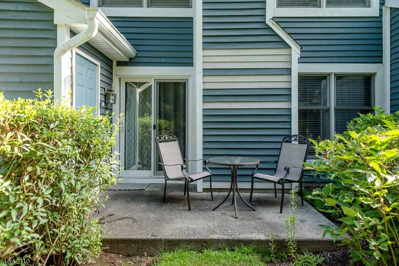 Additional photo for property listing at 5 Heatherwood Court  Rockaway, New Jersey 07866 États-Unis