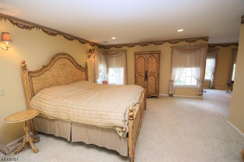 Additional photo for property listing at 5 Ridge Road  Dunellen, Нью-Джерси 08812 Соединенные Штаты