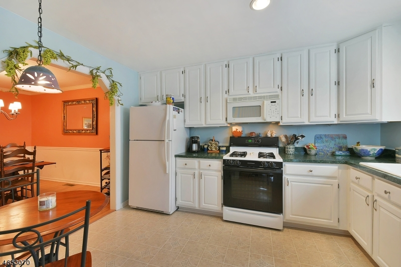 Additional photo for property listing at 101-105 ROSELAND Avenue  Caldwell, Nueva Jersey 07006 Estados Unidos