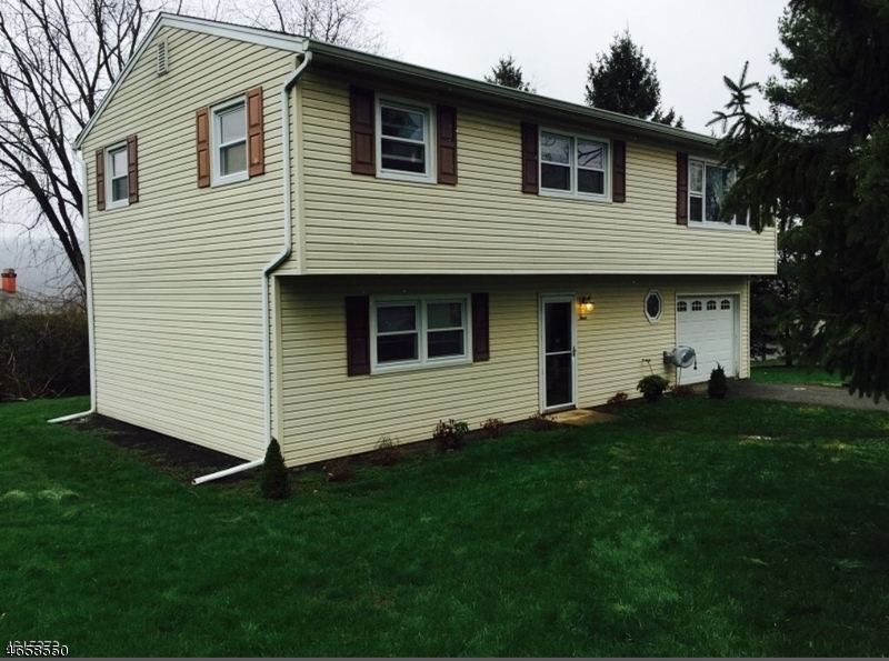 Single Family Home for Sale at 3 Hadowanetz Drive Ogdensburg, New Jersey 07439 United States