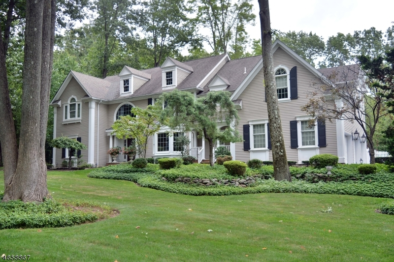 Single Family Home for Sale at 760 HIGHVIEW Drive Wyckoff, 07481 United States