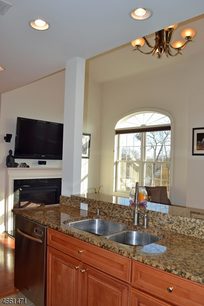 Additional photo for property listing at 19 Nelke Court  Hawthorne, Nueva Jersey 07506 Estados Unidos