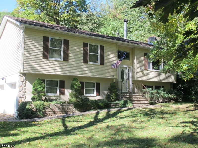 Maison unifamiliale pour l Vente à 23 E Shore Drive Vernon, New Jersey 07462 États-Unis