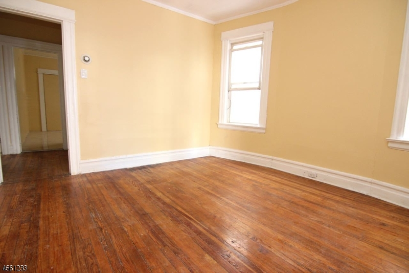 Additional photo for property listing at 137-139 RIDGE Street  Newark, New Jersey 07104 États-Unis