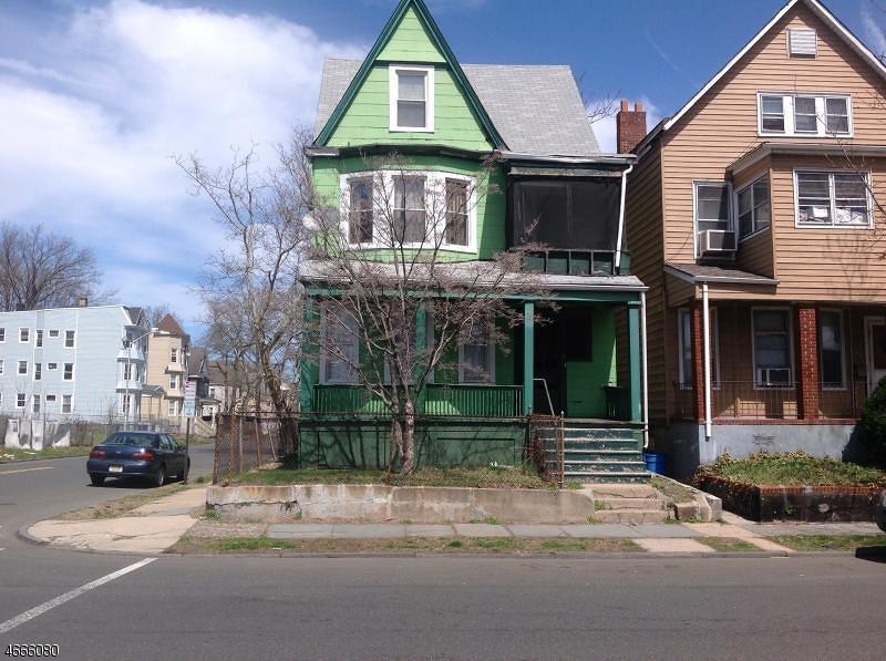 Частный односемейный дом для того Аренда на 8 Eaton Place East Orange, 07017 Соединенные Штаты