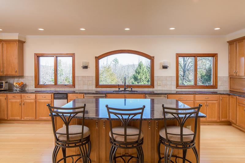 Частный односемейный дом для того Продажа на 29 Meadow Lane Lebanon, 08833 Соединенные Штаты