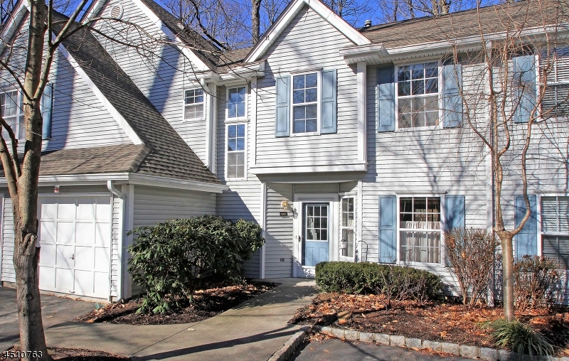 Частный односемейный дом для того Продажа на 1902 Wendover Drive Pompton Plains, Нью-Джерси 07444 Соединенные Штаты