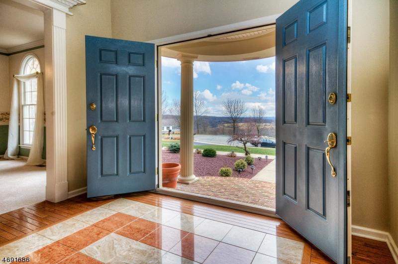 独户住宅 为 销售 在 26 Alpaugh Drive 阿斯伯里, 新泽西州 08802 美国