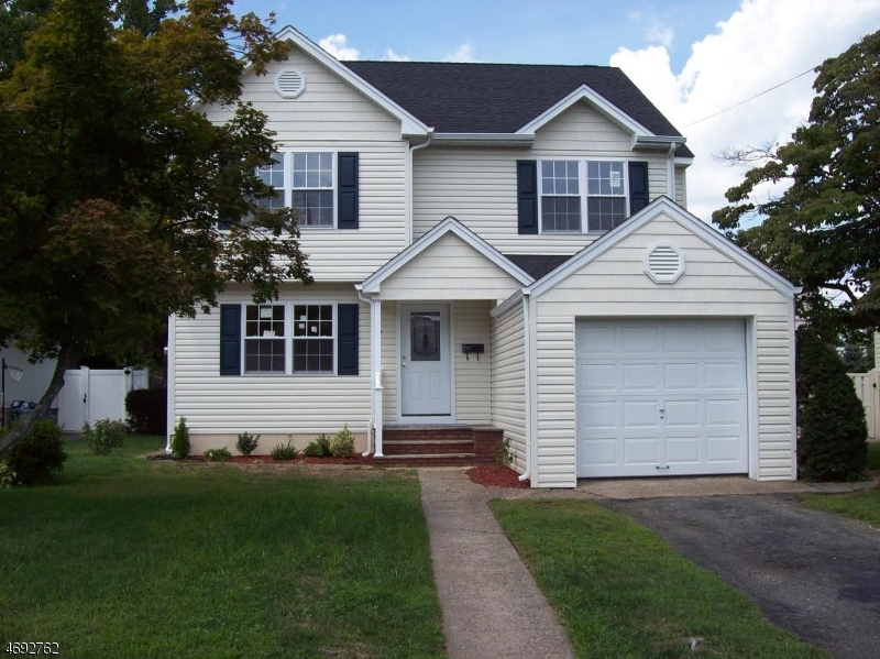 Single Family Home for Sale at 7 Pequannock Avenue Pompton Lakes, New Jersey 07442 United States