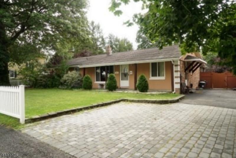 Частный односемейный дом для того Продажа на 27 Sherman Avenue Pequannock, 07444 Соединенные Штаты