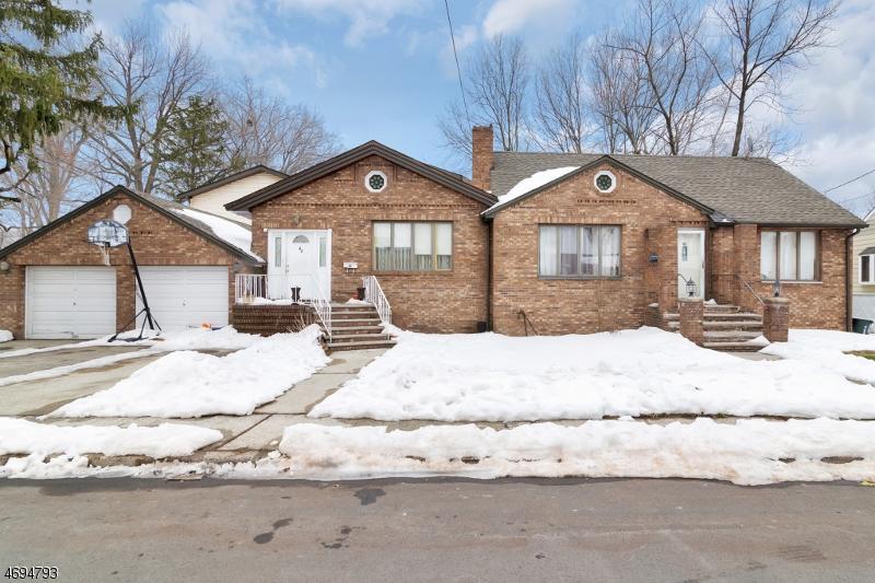 多户住宅 为 销售 在 42 John Street Little Ferry, 新泽西州 07643 美国