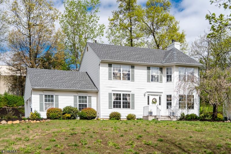 独户住宅 为 销售 在 9 Crimson Lane Mine Hill, 07803 美国