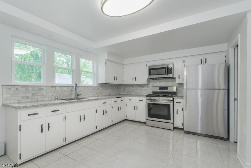 Частный односемейный дом для того Продажа на 271 TWO BRIDGE Road Lincoln Park, Нью-Джерси 07035 Соединенные Штаты
