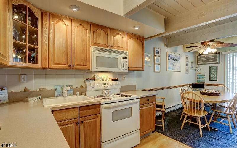 Частный односемейный дом для того Продажа на 1810-18 BOULEVARD Seaside Park, Нью-Джерси 08752 Соединенные Штаты