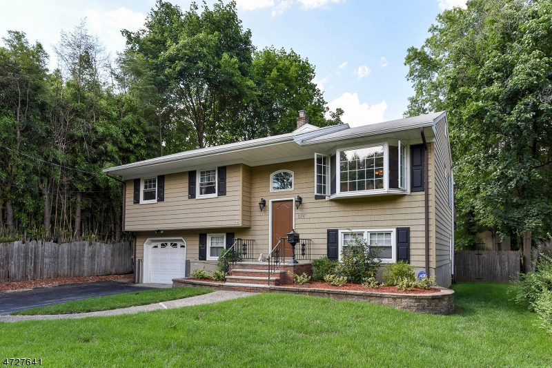Single Family Home for Sale at 136 Harding Avenue Westwood, New Jersey 07675 United States