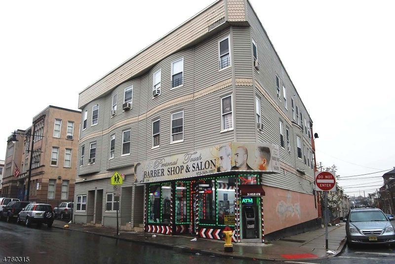 Коммерческий для того Продажа на Address Not Available Paterson, Нью-Джерси 07503 Соединенные Штаты