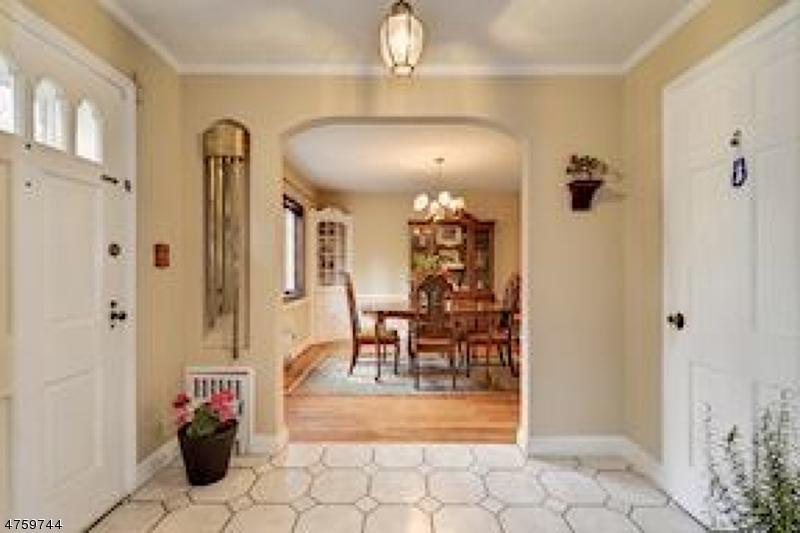 Casa Unifamiliar por un Venta en 300 Middlesex Avenue 300 Middlesex Avenue Woodbridge, Nueva Jersey 07067 Estados Unidos
