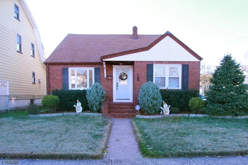 واحد منزل الأسرة للـ Sale في 16 Howd Avenue 16 Howd Avenue Clifton, New Jersey 07011 United States