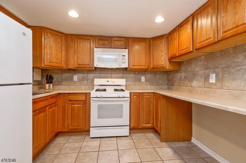 Частный односемейный дом для того Продажа на 809-11 E 3RD Street 809-11 E 3RD Street Plainfield, Нью-Джерси 07060 Соединенные Штаты